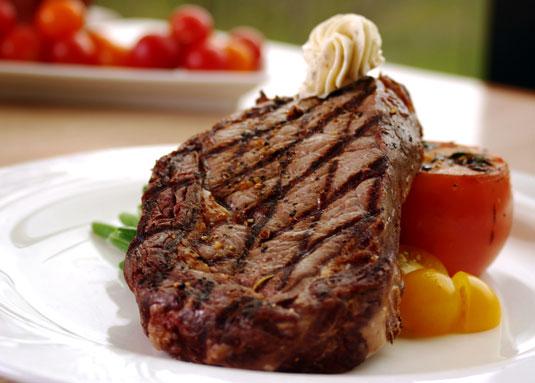 Steak & Gemüse bei der Atkins-Diät